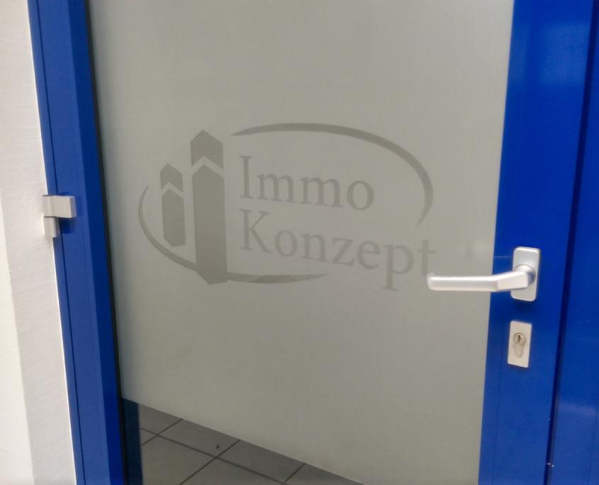 Logo in Sichtschutzfolie / Milchglasfolie
